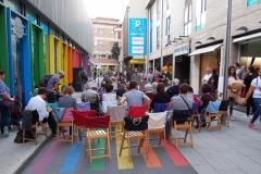 al-carrer-per-parlar-de-compartir-en-les-societats-actuals
