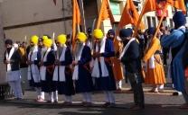 Celebració de la comunitat sikh pels carrers Olot: 550è aniversari del naixement del primer gurú Nanak Ji De Naal