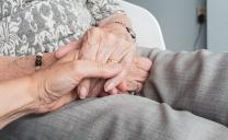 Olot inicia un servei d'atenció telefònica a la gent gran